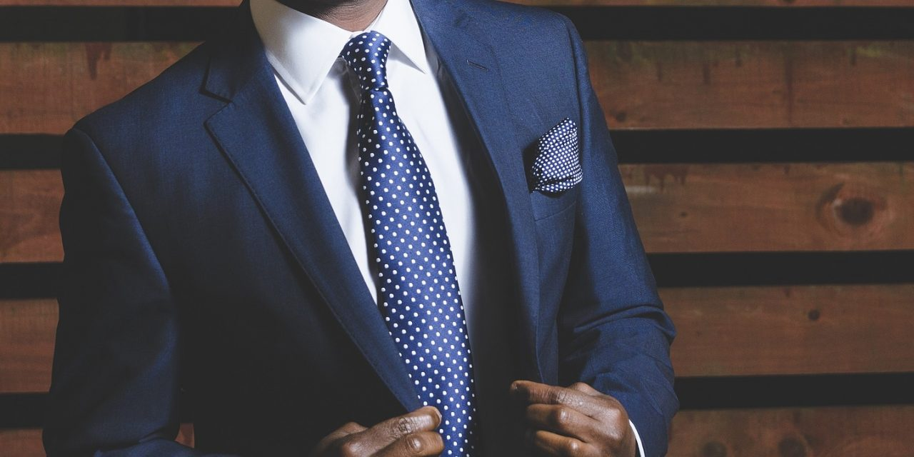 5 WAYS TO DRESS WELL AT WORK