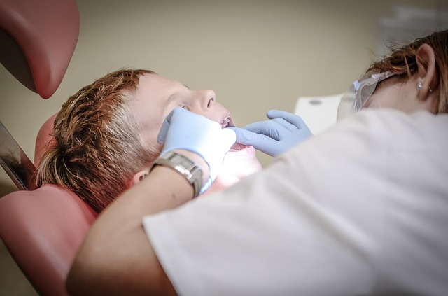 Essential Tips for Choosing the Right Cosmetic Dentist for a Smile Makeover